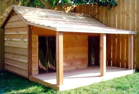 Elige la mejor caseta para perro con estos consejos for Caseta madera exterior