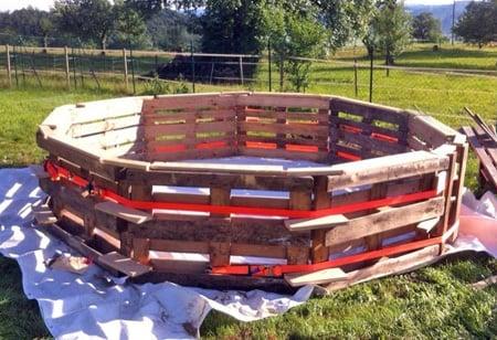 estructura de piscina de palets