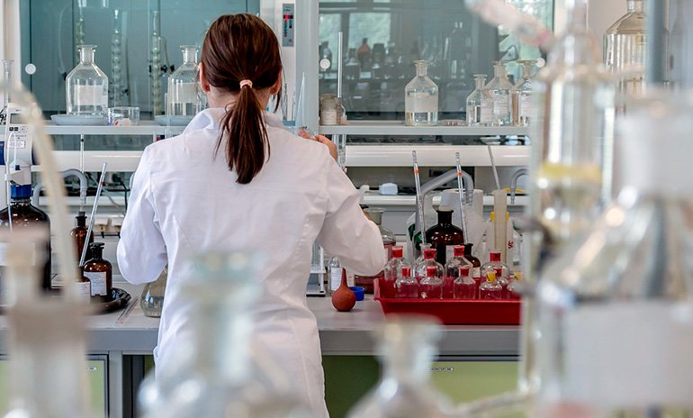 analisis-de-sangre-en-laboratorio